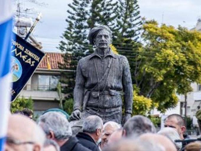 GRIVAS statue-paint