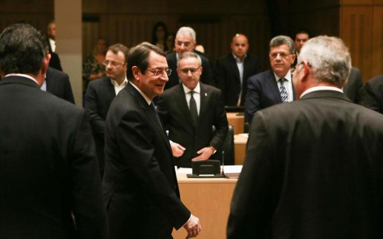 Anastasiades-Vouli-after speech