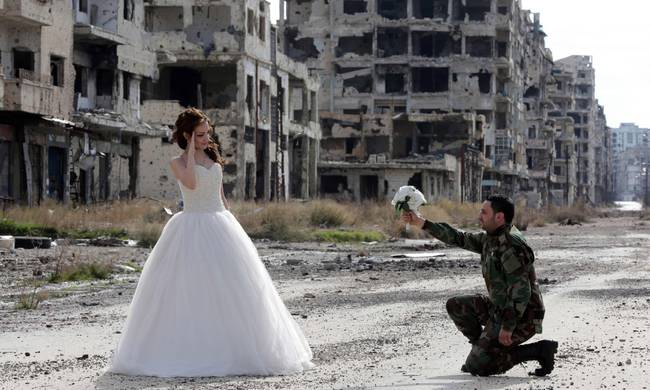 wedding by ruins-Syria
