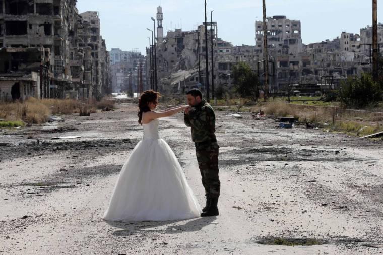 wedding by ruins-Syria3