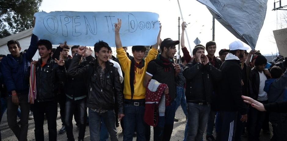 Αποτέλεσμα εικόνας για 2000 Λαθρομετανάστες