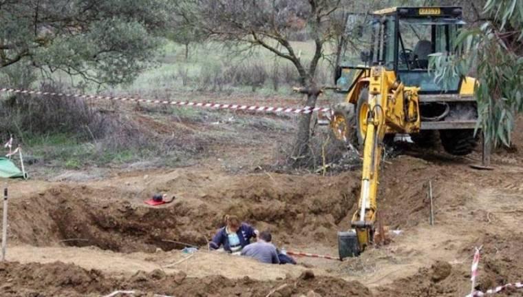 katehomena-frave digging