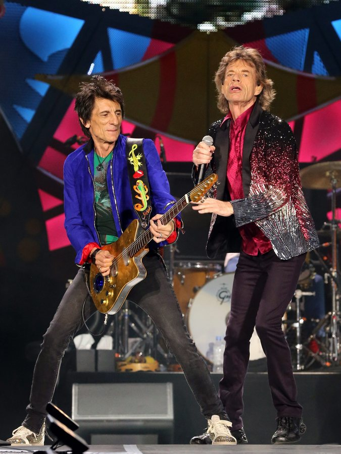 epa05231334 Lead singer Mick Jagger (R) and guitarist Ronnie Wood (L) of the British rock band The Rolling Stones perform during a free concert in Havana, Cuba, on 25 March 2016. Tens of thousands of people gathered for the free concert, the Rolling Stones first in Cuba, which was held days after an historic visit to the island by US President Barack Obama.  EPA/ALEJANDRO ERNESTO