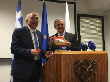 Ο Υφυπουργός Εξωτερικών της Ελλάδας Γιάννης Αμανατίδης συναντήθηκε στη Λευκωσία με τον Προεδρικό Επίτροπο για Ανθρωπιστικά Θέματα και Θέματα Αποδήμων Φώτη Φωτίου.