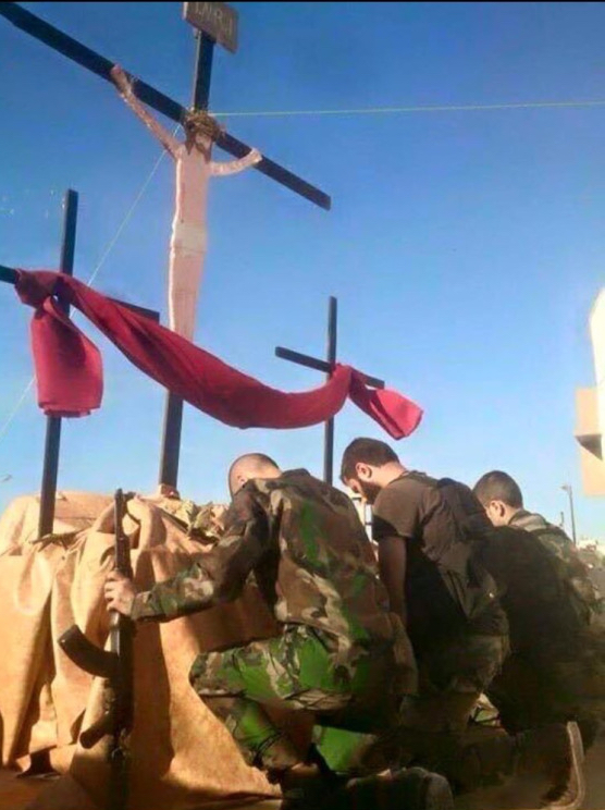 Aleppo-Easter-soldiers pray
