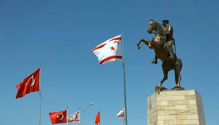 katehomena-ataturk statue