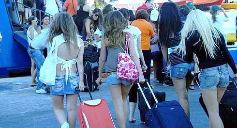 girl tourists-leveled-1