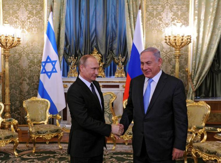 Russian President Vladimir Putin (L) welcomes Israeli Prime Minister Benjamin Netanyahu during a meeting at the Kremlin in Moscow, Russia June 7, 2016. Sputnik/Kremlin via Reuters ATTENTION EDITORS - THIS IMAGE WAS PROVIDED BY A THIRD PARTY. EDITORIAL USE ONLY.