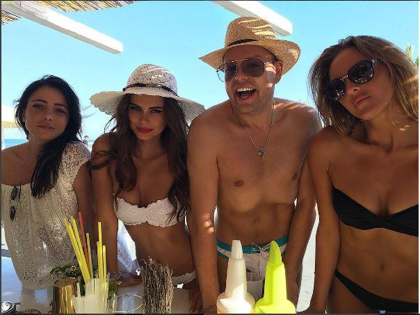 santorini-xenia-beach party