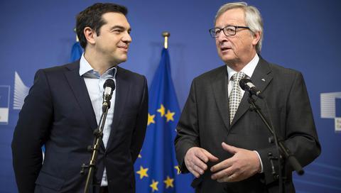 (Ξένη δημοσίευση) Ο πρόεδρος της Ευρωπαϊκής Επιτροπής Ζαν Κλοντ Γιούνκερ (Δ)  και ο πρωθυπουργός  Αλέξης Τσίπρας (Α) κάνουν δηλώσεις κατά τη διάρκεια συνάντησής τους , στις Βρυξέλλες, την Παρασκευή 13 Μαρτίου 2015. Στις Βρυξέλλες βρίσκεται ο πρωθυπουργός, ο οποίος έχει συνομιλίες με τον πρόεδρο της Ευρωπαϊκής Επιτροπής Ζαν Κλοντ Γιούνκερ, αλλά και τον πρόεδρο του Ευρωπαϊκού Κοινοβουλίου Μάρτιν Σουλτς.  ΑΠΕ-ΜΠΕ/ΓΡΑΦΕΙΟ ΤΥΠΟΥ ΠΡΩΘΥΠΟΥΡΓΟΥ/Andrea Bonetti