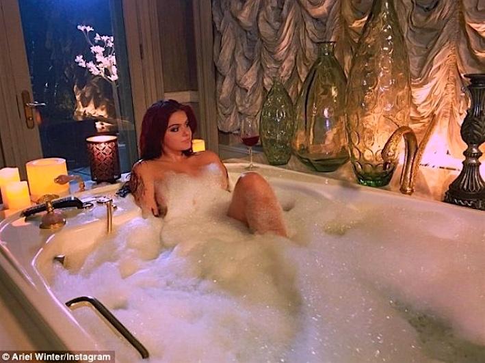 Ariel Winters-sexy bath