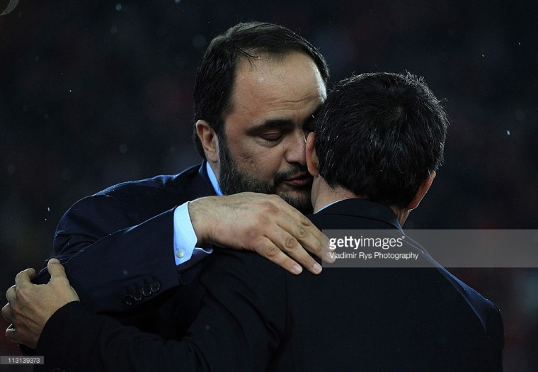 ATHENS, GREECE - APRIL 17:  Olympiacos and Super League president Vangelis Marinakis kisses his coach Ernesto Valvedre during celebrations after finishing first in the league and claiming the club's 38th championship following the Super League match between Olympiacos and Larissa at Karaiskaki stadium on April 17, 2011 in Athens, Greece.  (Photo by Vladimir Rys Photography/Getty Images)