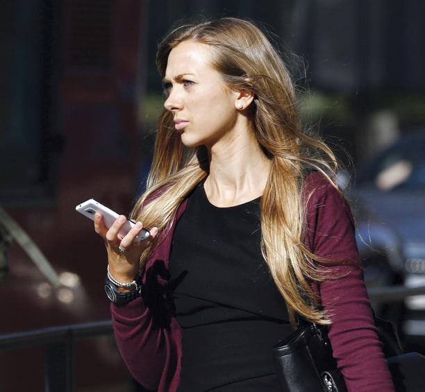 smartphone blonde