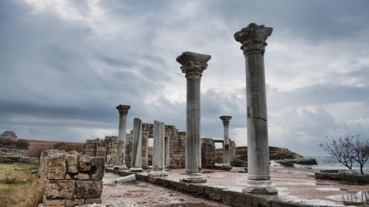ancient-ruins-columns