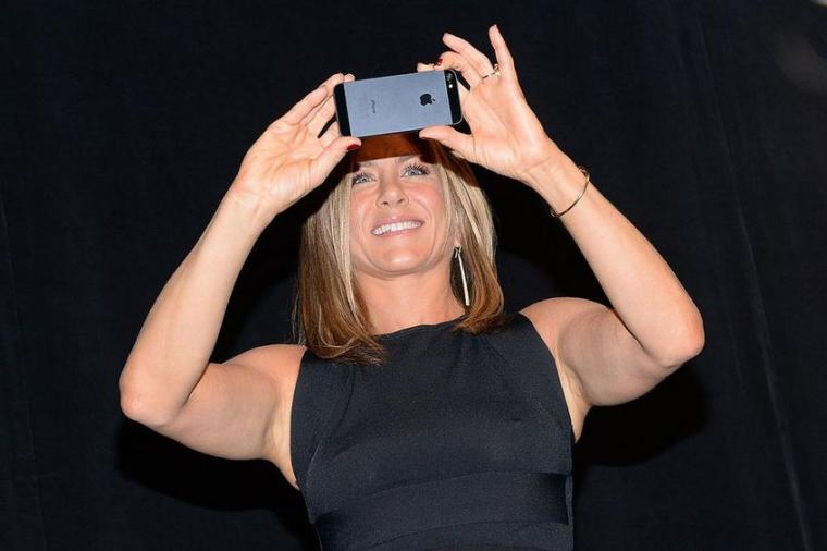 anniston-selfie