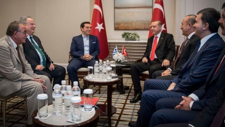 erdogan-tsipras-No Greek flag