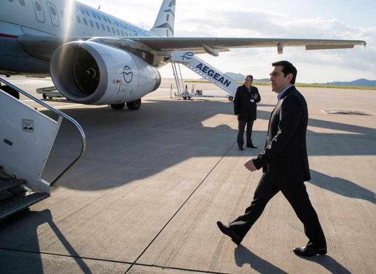 tsipras-at-airport
