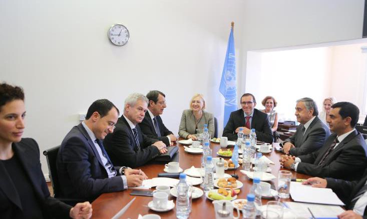 akinci-aide-anastasiades-talks