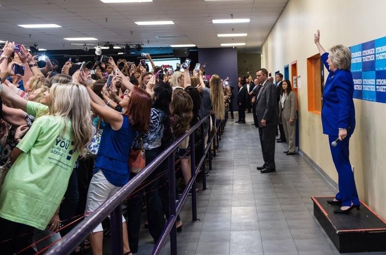 hilary-fans-selfie
