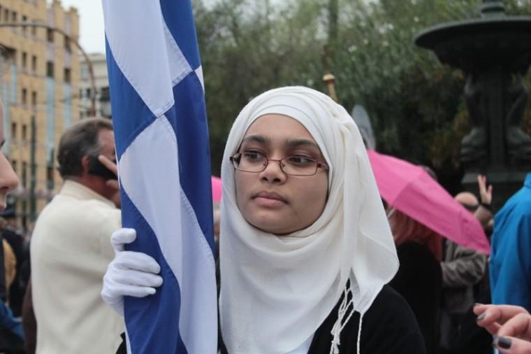 moslem-school-girl-greek-flag