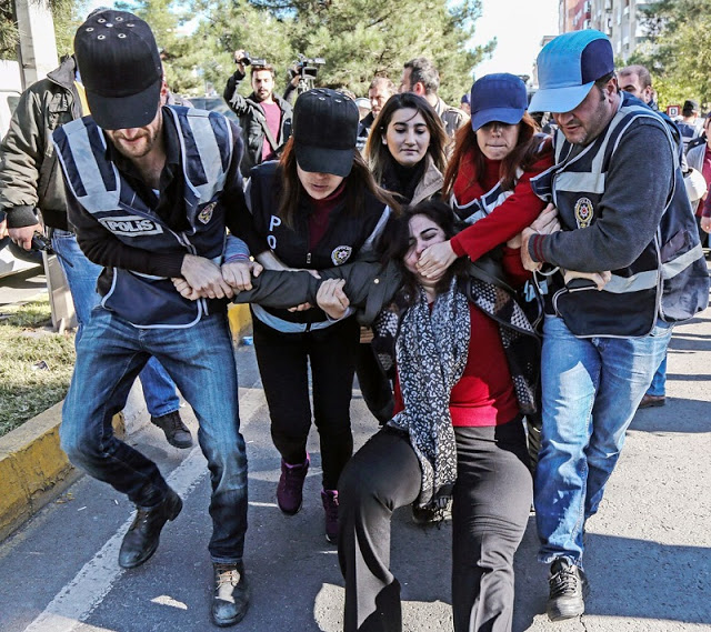 5 turks-arrest-one-ewoman
