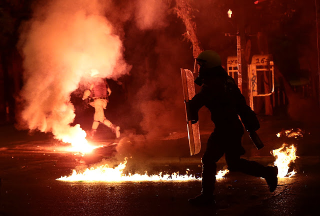 Policemen run between exploding petrol bombs during clashes following a rally marking the 43nd anniversary of a 1973 student uprising against the military dictatorship that was ruling Greece, in Athens, Greece, November 17, 2016. REUTERS/Alkis Konstantinidis