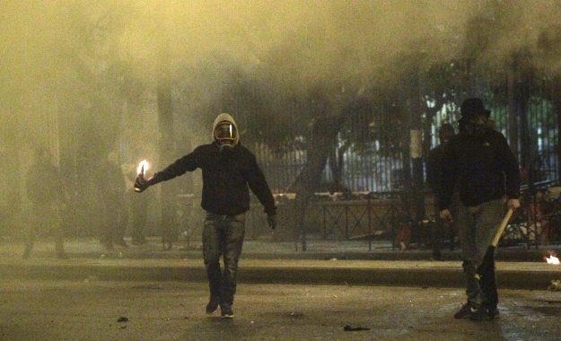 masked-youth-protest-athens16b