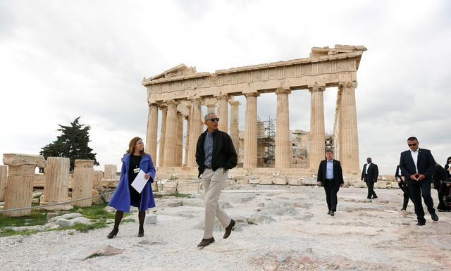 U.S. President Barack Obama passes the Parthenon while touring the Acropolis with Dr. Eleni Banou from the Ministry of Culture in Athens, Greece November 16, 2016.   REUTERS/Kevin Lamarque