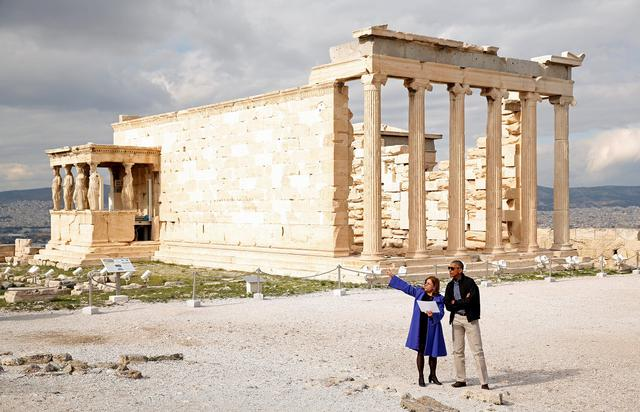 U.S. President Barack Obama tours the Acropolis with Dr. Eleni Banou from the Ministry of Culture in Athens, Greece November 16, 2016.   REUTERS/Kevin Lamarque