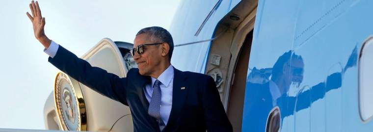 obama-air-force-one-1070