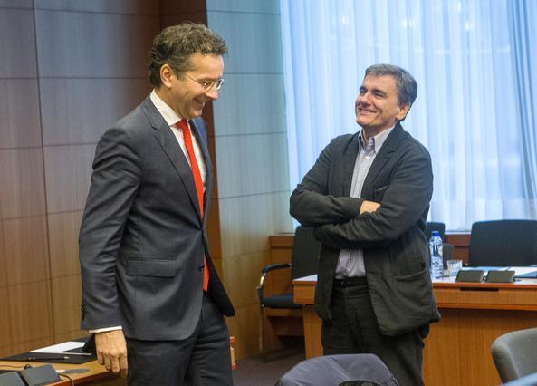 O υπουργός Οικονομικών Ευκλείδης Τσακαλώτος (Δ) συνομιλεί με τον πρόεδρο του Eurogroup Jeroen Dijsselbloem (Α),  κατά τη διάρκεια της συνεδρίασης του Eurogroup, τη Δευτέρα 5 Δεκεμβρίου 2016, στην έδρα του Ευρωπαϊκού Συμβουλίου  στις Βρυξέλλες.