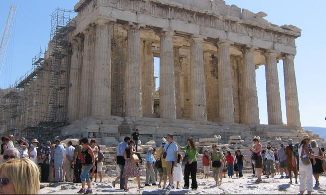 parthenon-tourists