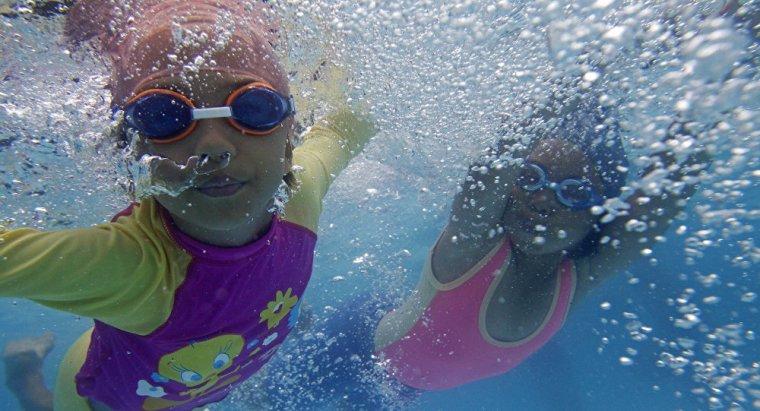 moslem kids swim