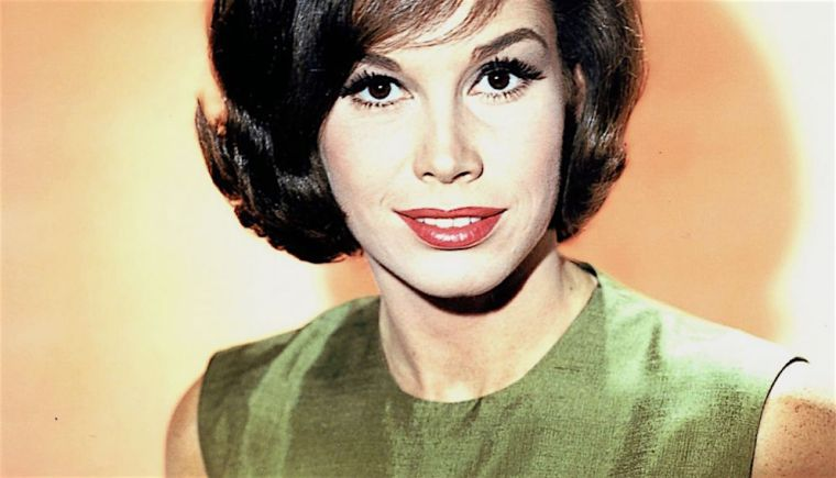 a-portrait-of-mary-tyler-moore-taken-circa-1969