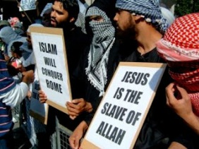 moslems-demo-against-christs-divinity