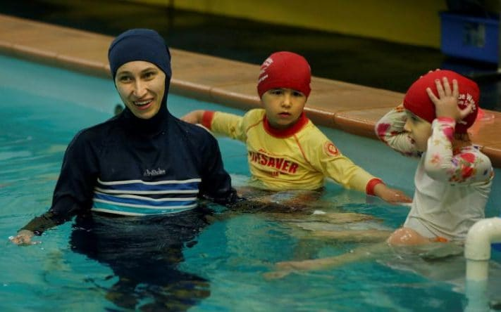 muslim-swimming-instructor