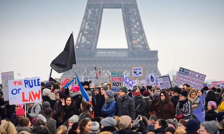 paris-women-protest-against-trump