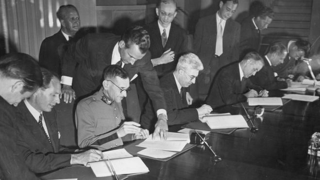 signing-the-geneva-convention-in-1949