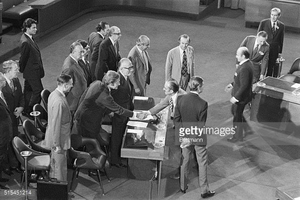 turan-gunes-handshake-with-greek-delegate