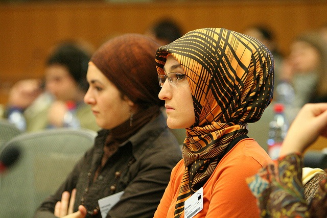turkish-woman-mantila-scarf