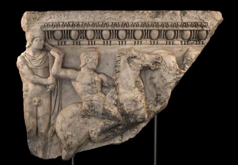 greeks-trojans-scupture