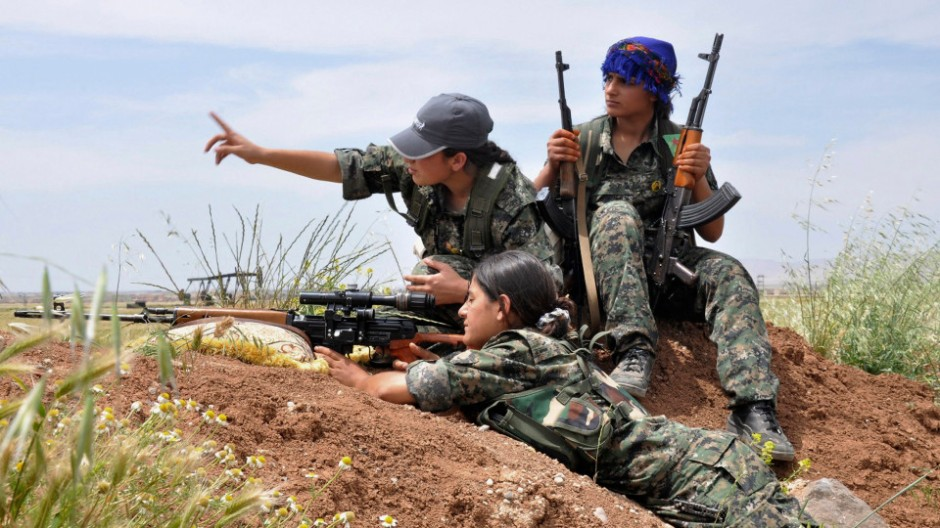 Kurdish female fighters of the Women Protection Unit (YPJ) attend military training near Qamishli city May 11, 2014. Picture taken May 11, 2014. REUTERS/Massoud Mohammed (SYRIA - Tags: POLITICS CIVIL UNREST CONFLICT MILITARY TPX IMAGES OF THE DAY) - RTR3ORBR