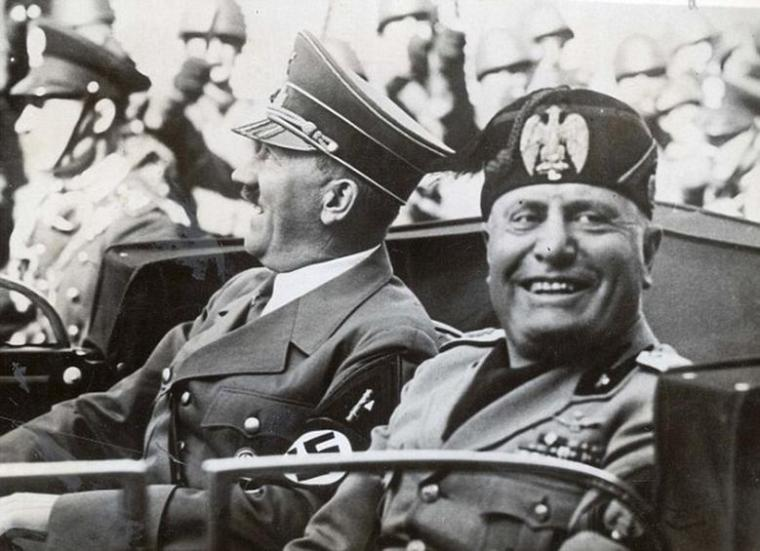 PKT3219 - 226333 HITLER LEAVES FLORENCE TO RETURN TO BERLIN. Herr Hitler and Signor Mussolini all smiles as they drove through the streets of Florence, before Herr Hitler left to return to Berlin Last night.