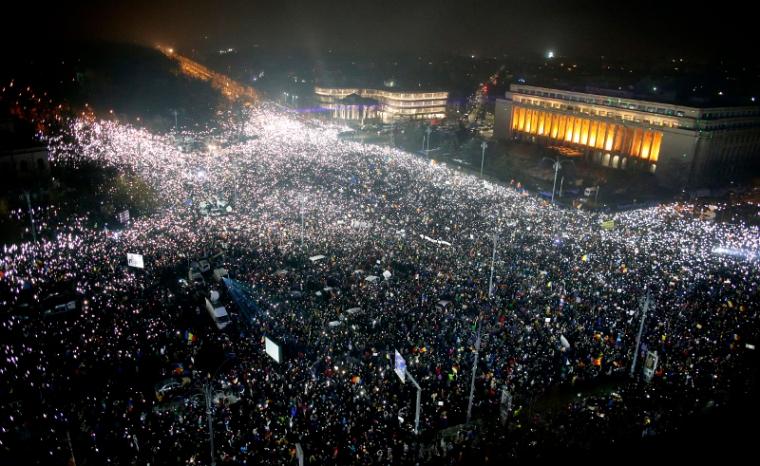 romania-protest-crowd_4