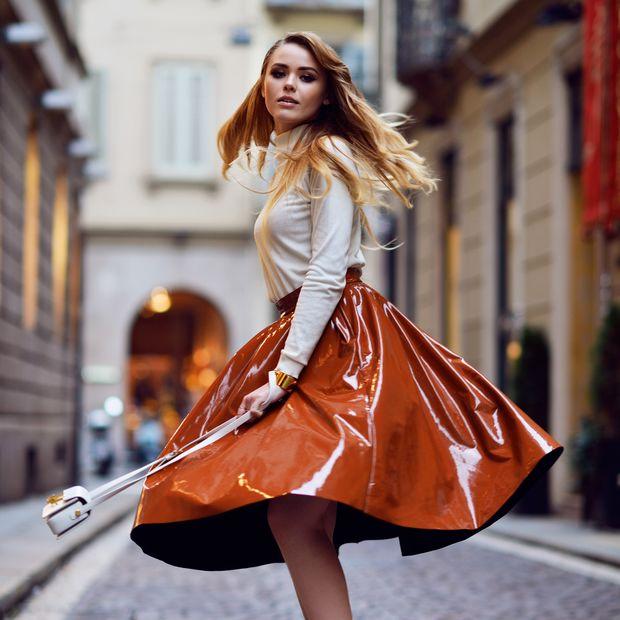 Shiny People  Οι λαμπερές φούστες θα φορεθούν και αυτή την άνοιξη ... bb984d235ec