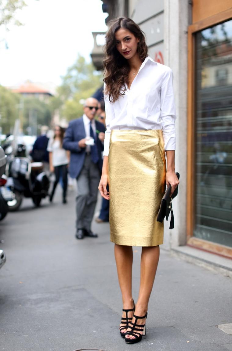 Για ένα λιγότερο geeky και περισσότερο preppy look μπορείς να φορέσεις τη  δική σου «λαμπερή» φούστα με λευκό πουκάμισο 5d0995ccd2d